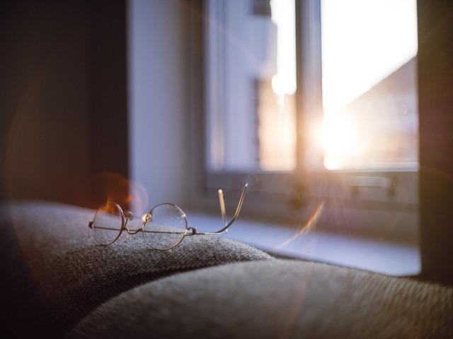 eyeglasses-1839723_1920